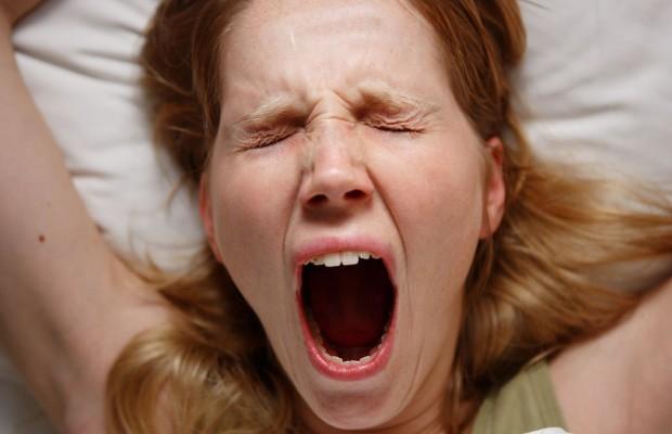 girl-yawning-620x400